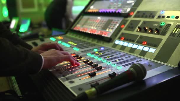 DJ práci v nočním klubu