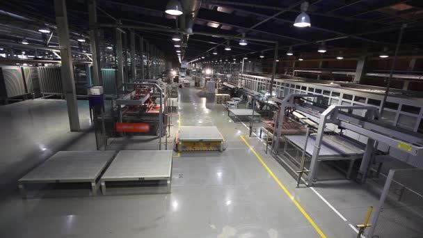Průmyslová interiér, moderní interiér, elektrické automatické řídit vozidla platformu, čas kola