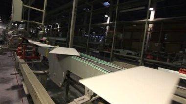 Fabbrica per la produzione di piastrelle in ceramica u video stock