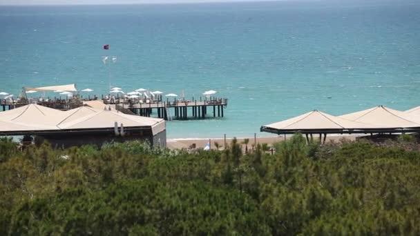 Letecký pohled na jasné modré moře a pláž resort, Marmaris okres, tyrkysové pobřeží jihozápadní Turecko