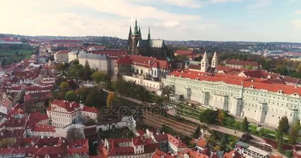 Panorama Prahy, anténa město, pohled shora na panoráma Prahy, let nad městem, oblast starého města, Pražský hrad a řeku Vltavu, Česká republika, Praha