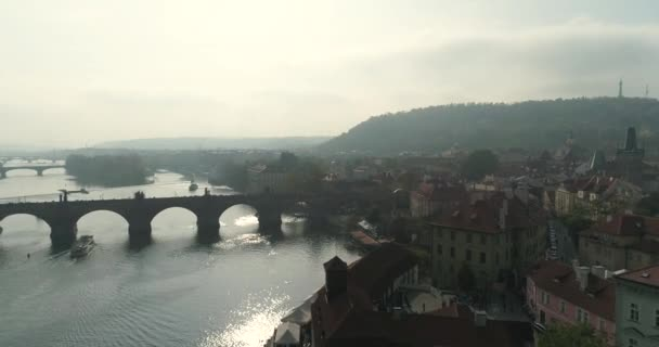 Praha, let nad město, pohled shora, pohled shora z Karlova mostu, řeka Vltava