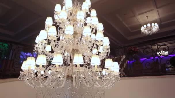 Hotel lustr