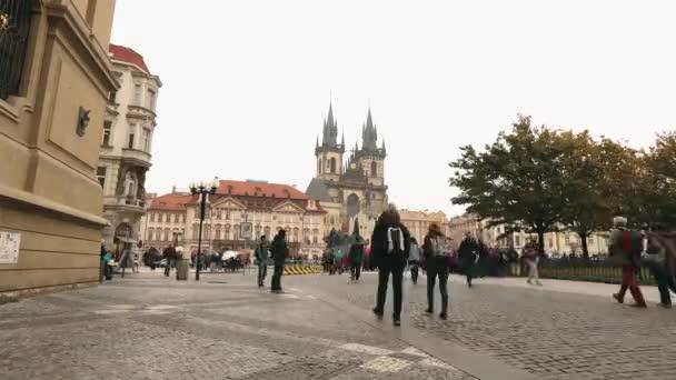 Zobrazit celé staré náměstí směrem na Týnský chrám, Prague, timelapse, Česká republika, ústřední náměstí Praha, Pražský hrad