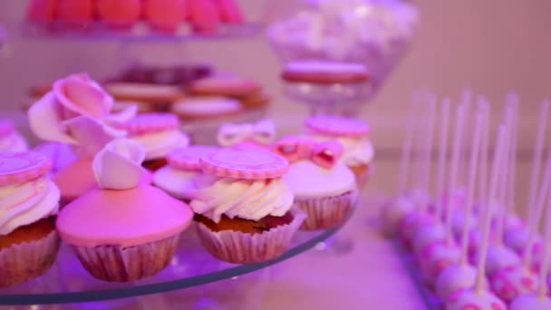 Desszert tábla fél, gyönyörű cupcakes, recepció