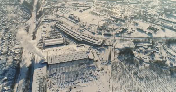 Moderní sklad staveniště, konstrukční oceli struktura nové hospodářské budovy, výstavba moderního závodu nebo skladu, moderní průmyslové exteriér