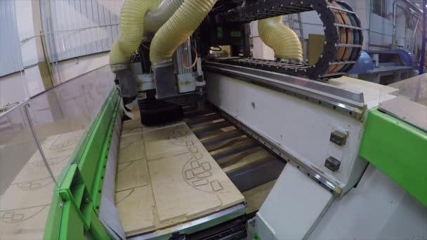 Macchine Per Lavorare Il Legno : Macchine per il legno automatico taglia fuori dettagli su una tavola