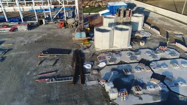 Rostlin, stavba, výstavba velké továrny, průmyslové exteriér, staveniště, letecký pohled, kovových a betonových konstrukcí, stavebních strojů, budování moderní továrny