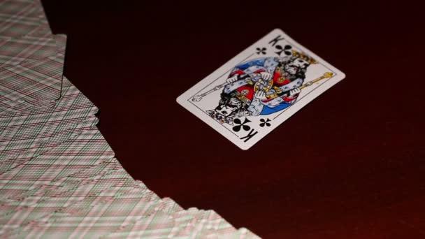 Подчинение играют в карты на женщину