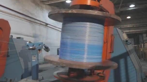 Proces výroby kabelů. Vícejádrový proces tkaní kabelů, výroba kabelů v moderní továrně. Vícejádrová výroba kabelů v továrně
