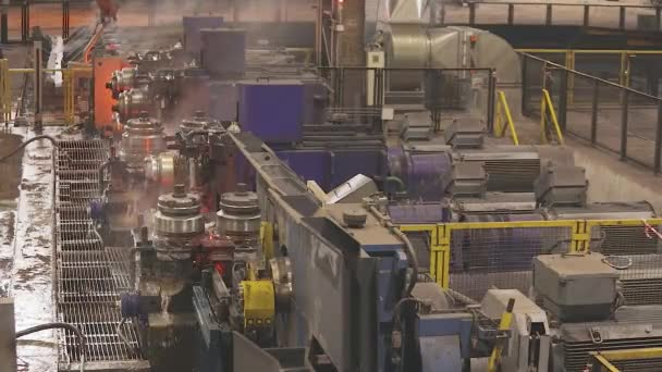 Ocelové bezešvé potrubí výrobní linky. Hot Metal Tubes. Těžký průmysl.