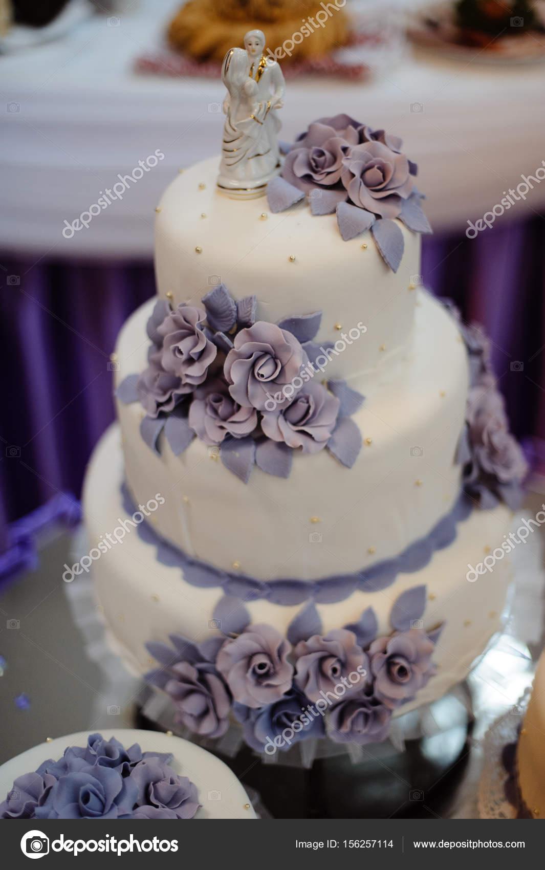Elegant Hochzeitstorte Lila Ideen Von Wunderschöne Mit Blüten — Stockfoto