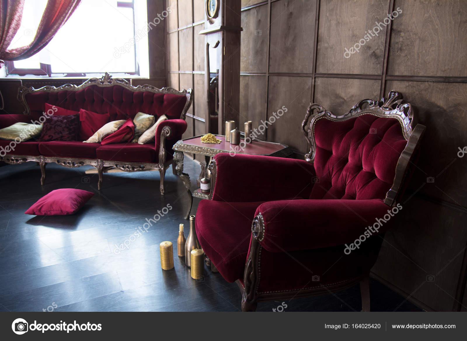 Mooie Antieke Fauteuils.Mooie Antieke Kamer Met Rode Fauteuils Stockfoto
