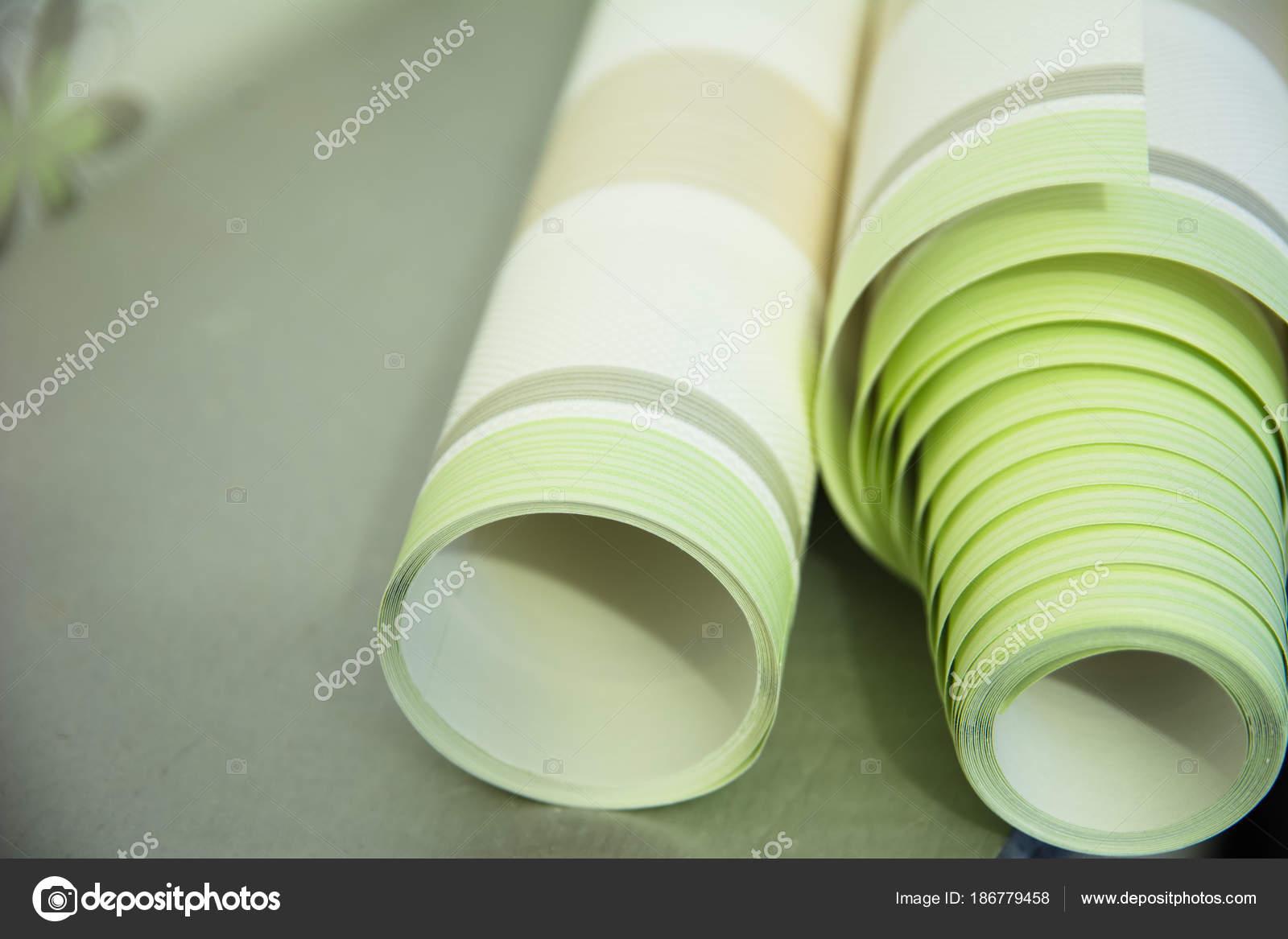 Due rotoli di vinile carta da parati a strisce per la for Carta parati vinile
