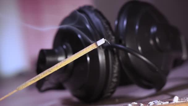 kadidlo držet zblízka, relaxační hudbu. Relaxační, meditační a aromaterapeutický koncept