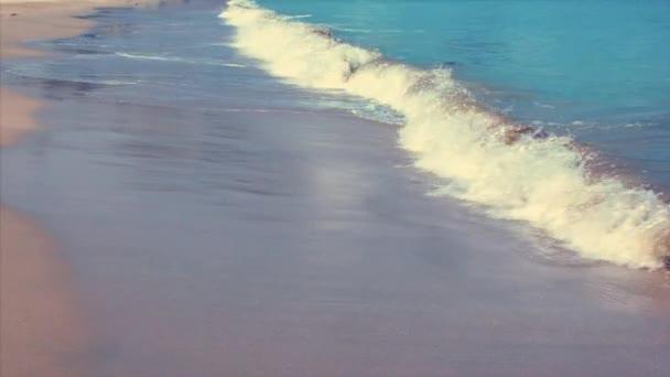 Krásný západ slunce nad Tichým oceánem. Zpomalený pohyb