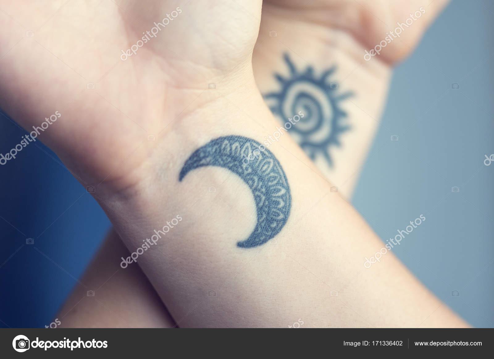 Sztuka Tatuaż Lub Ciała Na Ciało Słońce I Księżyc Wzór Na