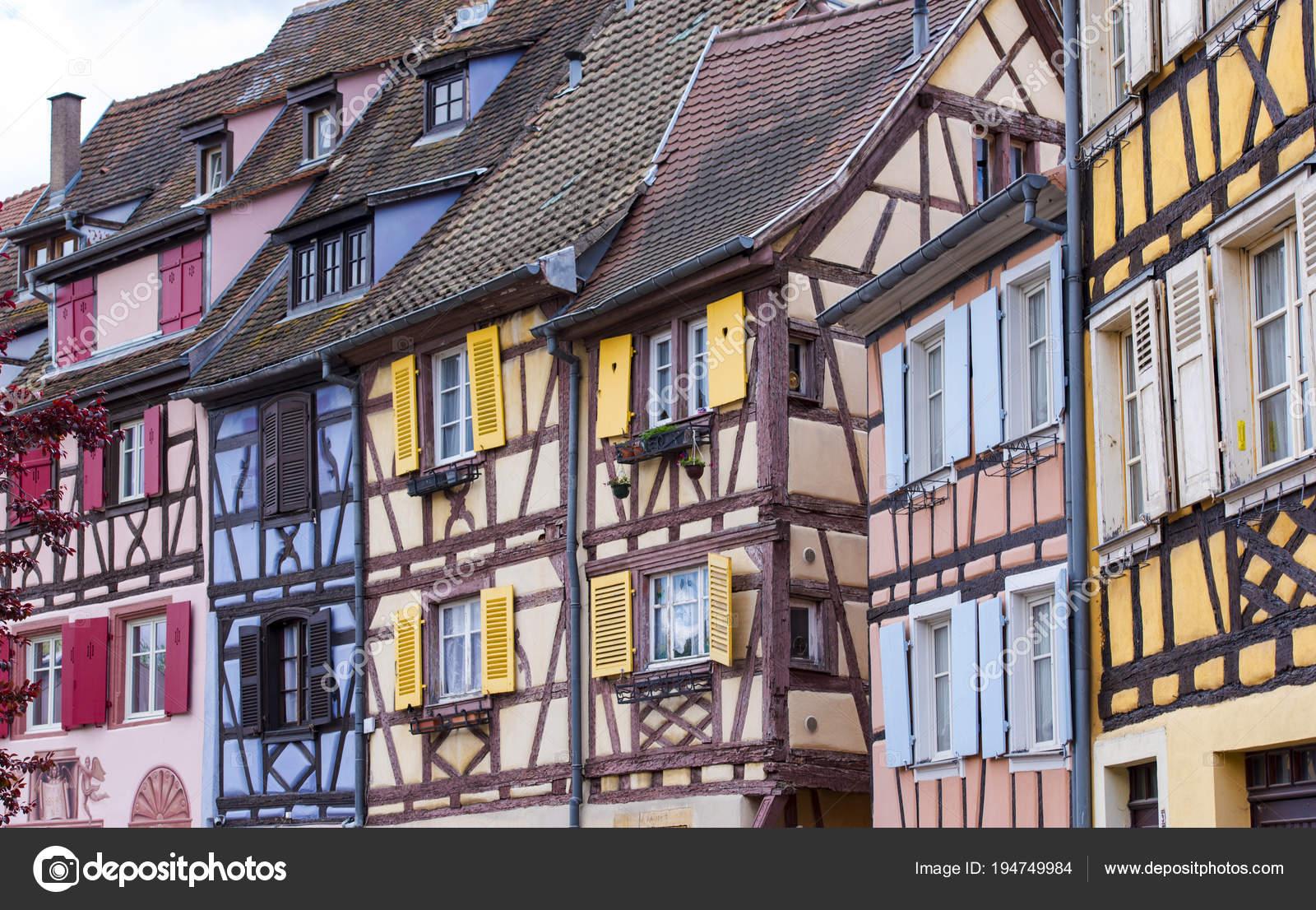 Erstaunliche Traditionelle Alte Häuser Einer Kleinen Stadt Colmar ...