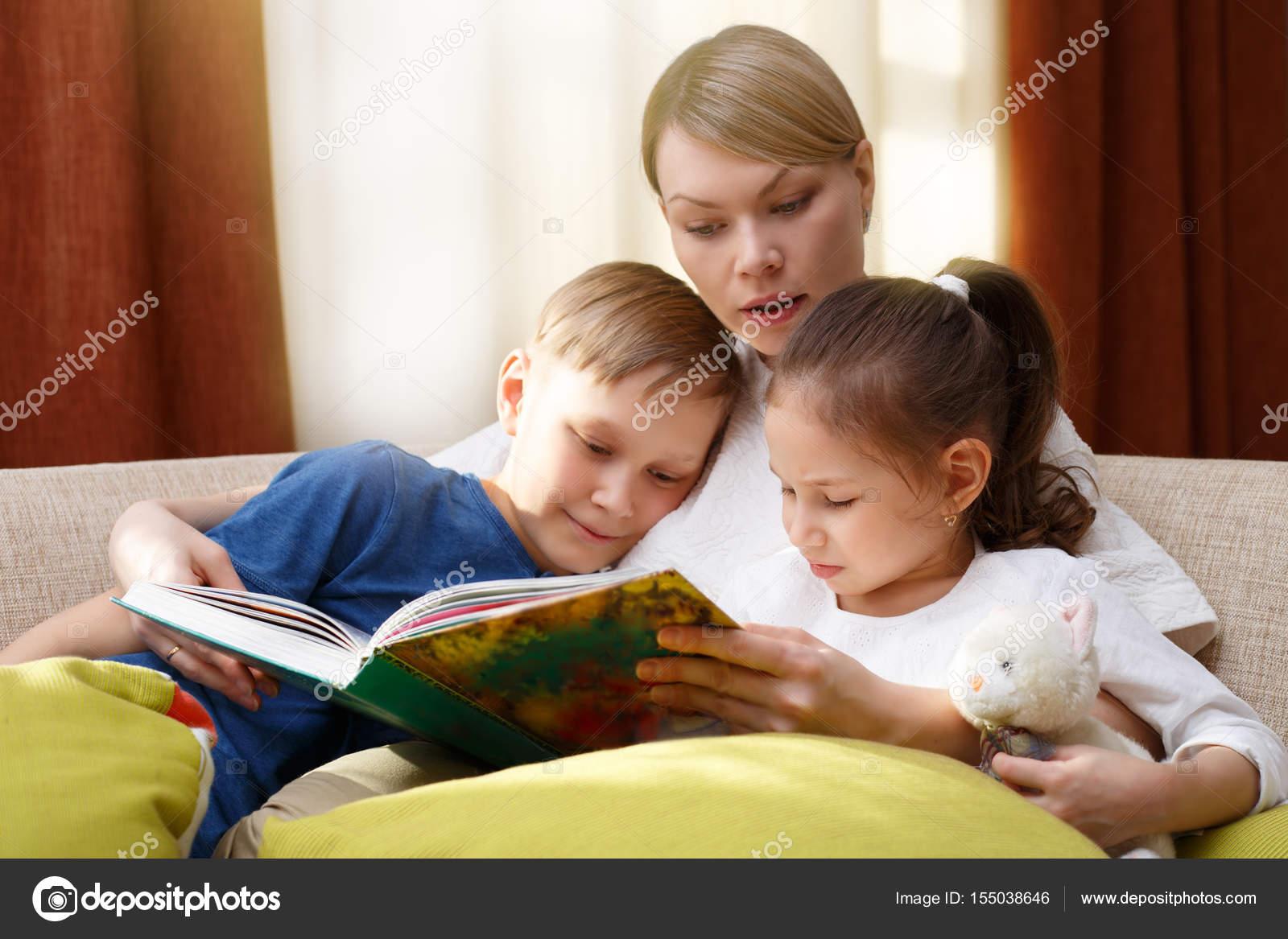 Сестра читала книгу а брат начал приставать, Сестра пристаёт к брату -видео. Смотреть Сестра 16 фотография