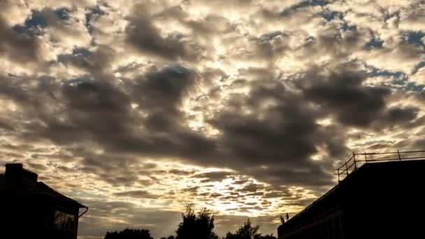 Překrásný západ slunce jasno.