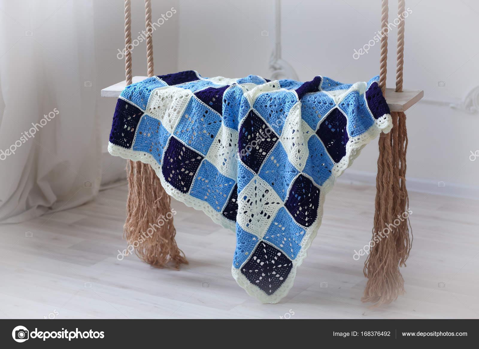Häkeln Sie Stricken Baby Decke Auf Flügeln Stockfoto Moskovko