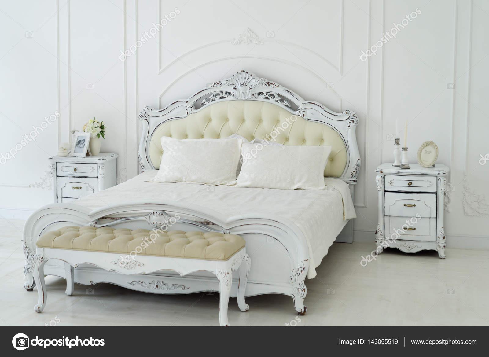 Chambre à coucher royale intérieur — Photographie SweetPhoto ...