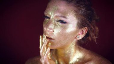 4k Studio Shot of a Golden Glittery Body Woman