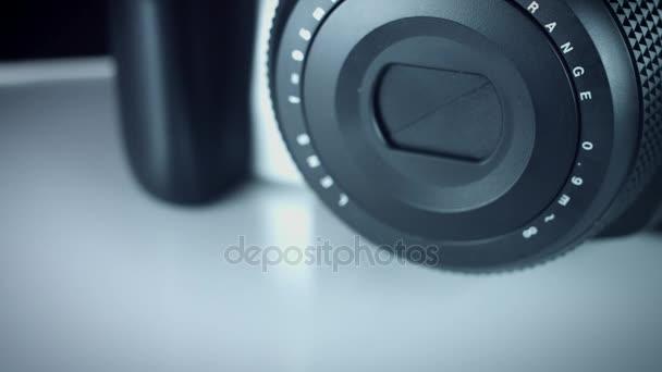 Technologické zázemí uvolnění čočky fotoaparátu