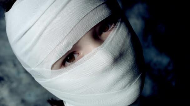 schön schöner kaukasischer Junge posiert