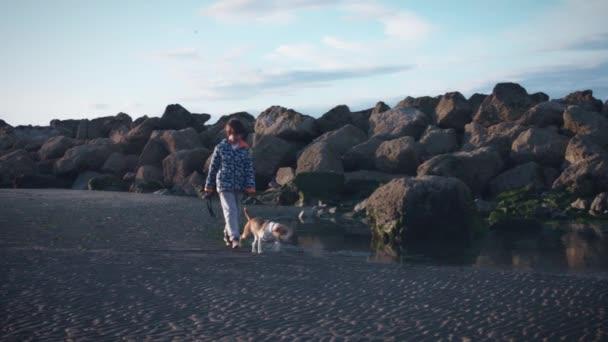 Děti a štěně baví