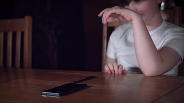 dětské hrací telefon