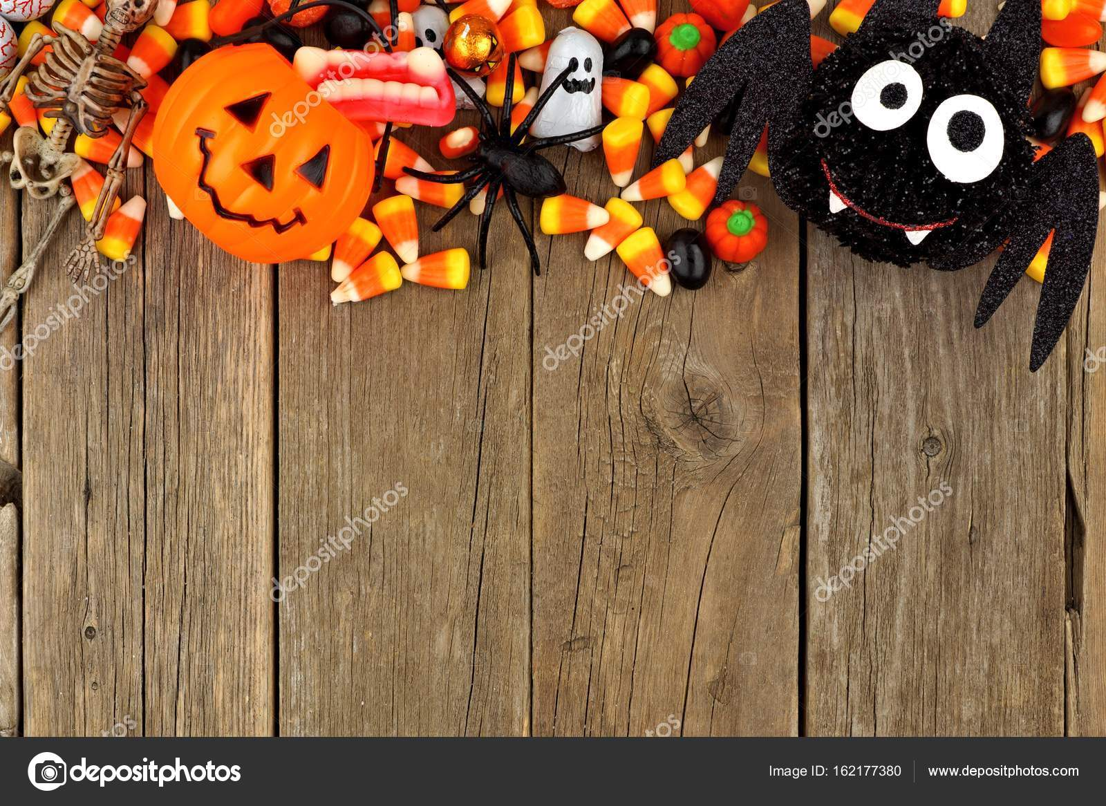 halloween candy and decor top border against wood — stock photo