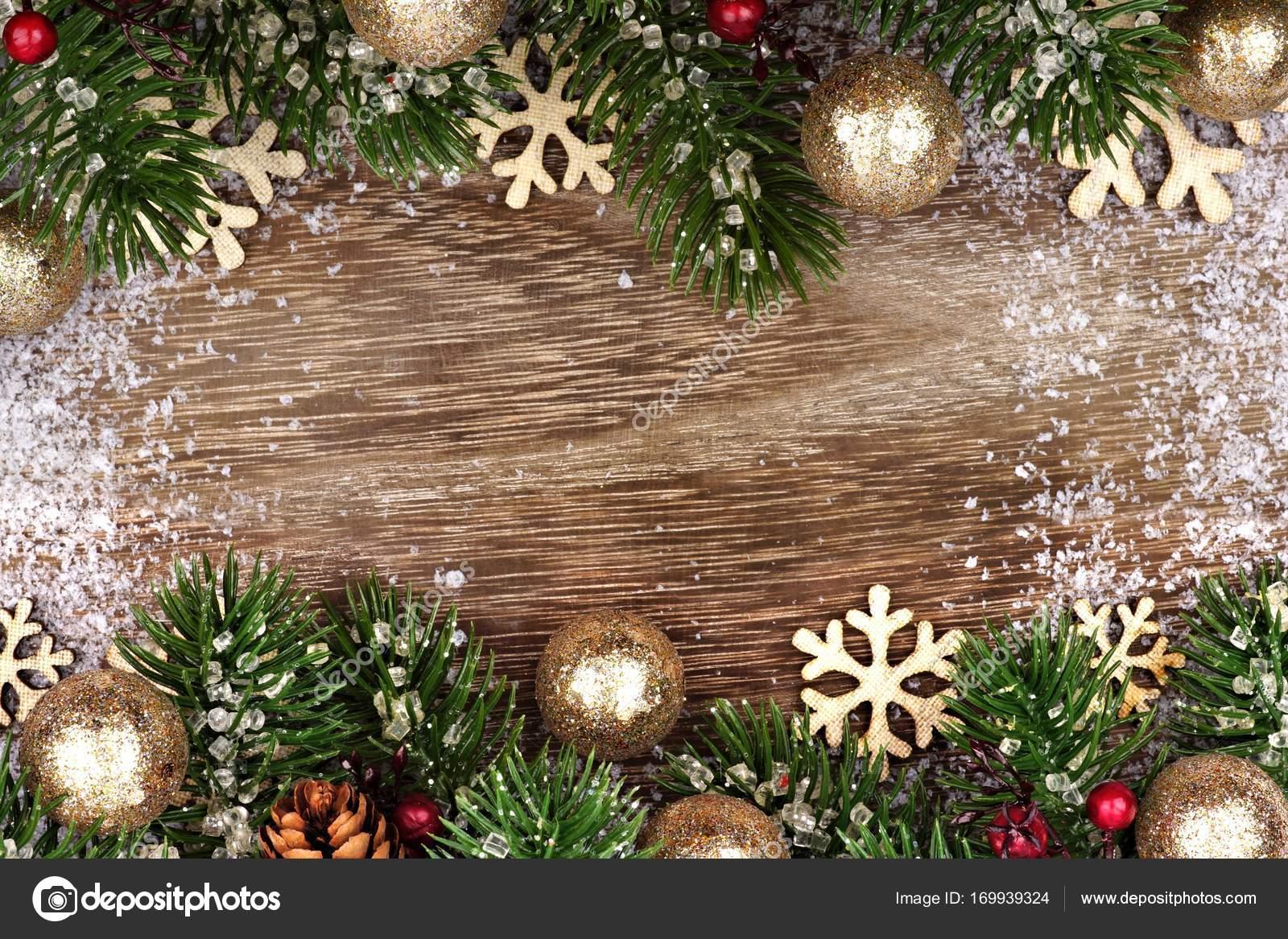 Borde doble de Navidad con ornamentos de oro, ramas de madera — Foto ...