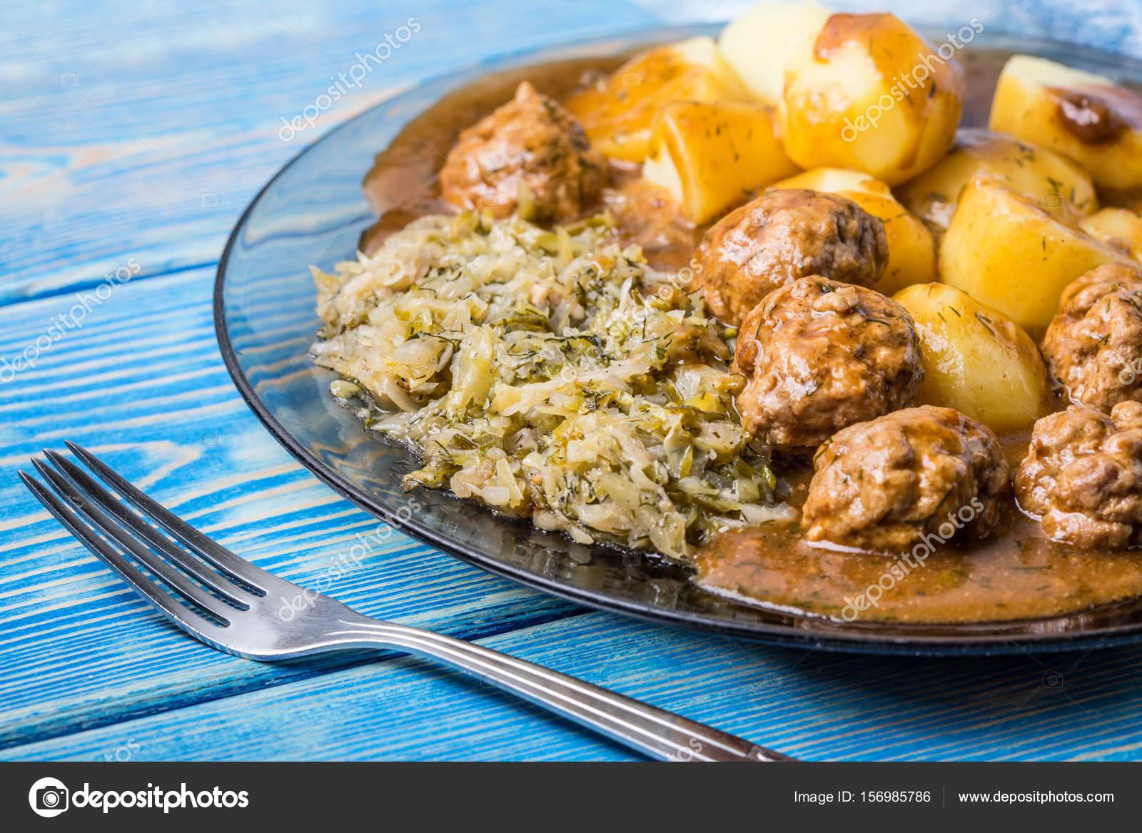 Patates ile hızlı kızarmış köftesi