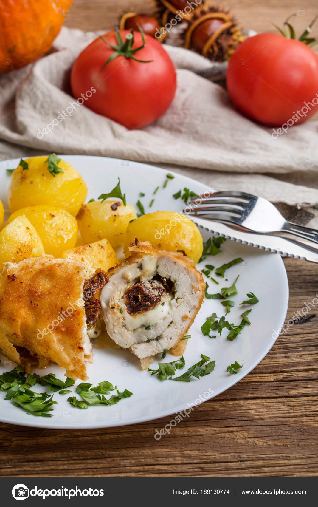 Piersi Z Kurczaka Nadziewane Serem I Suszone Pomidory Zdjecie