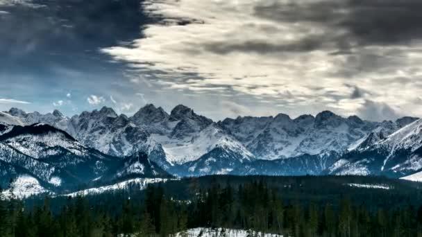 4 k timelapse: sněhu limitován vrcholy polských a slovenských Tater.