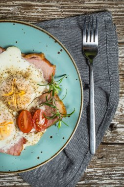 Fried eggs with pork ham.