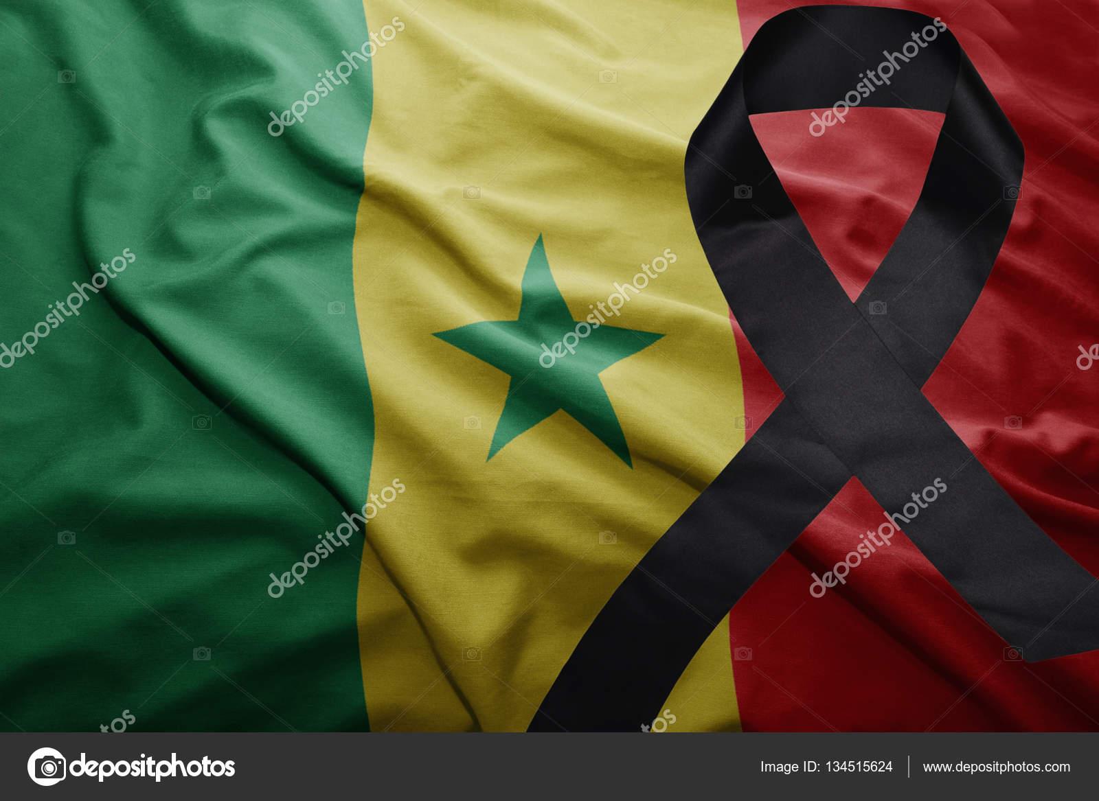 Bandera De Senegal Con El Negro De La Cinta De Luto Foto