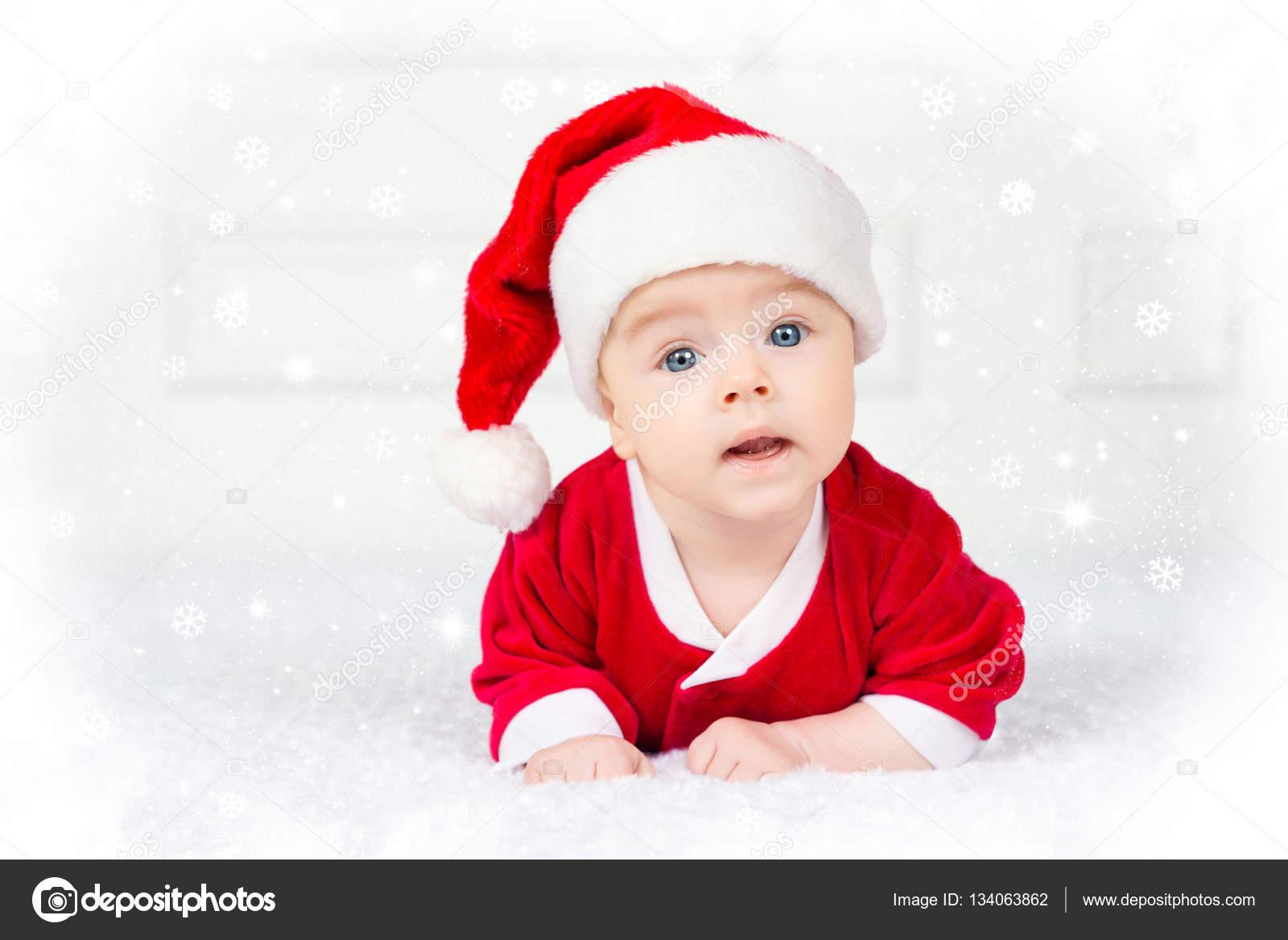 Vicces karácsonyi baba Mikulás jelmez fekvő fehér háttér — Stock Fotó cbc98f1a78