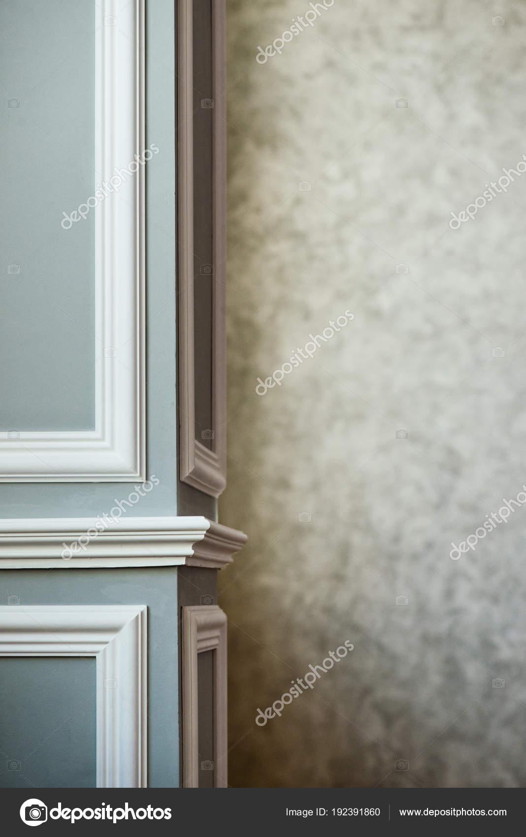 Colonna Grigia Con Modanatura Bianco Testurizzato Grigio Mastice