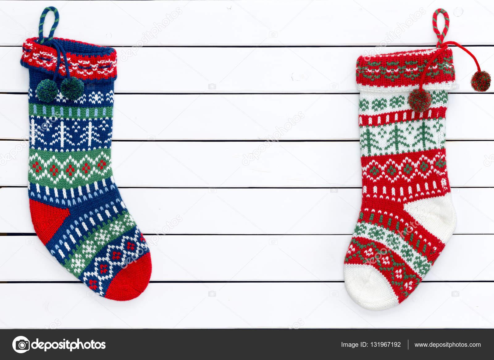 Dos medias de Navidad con motivos coloridas — Foto de stock ...