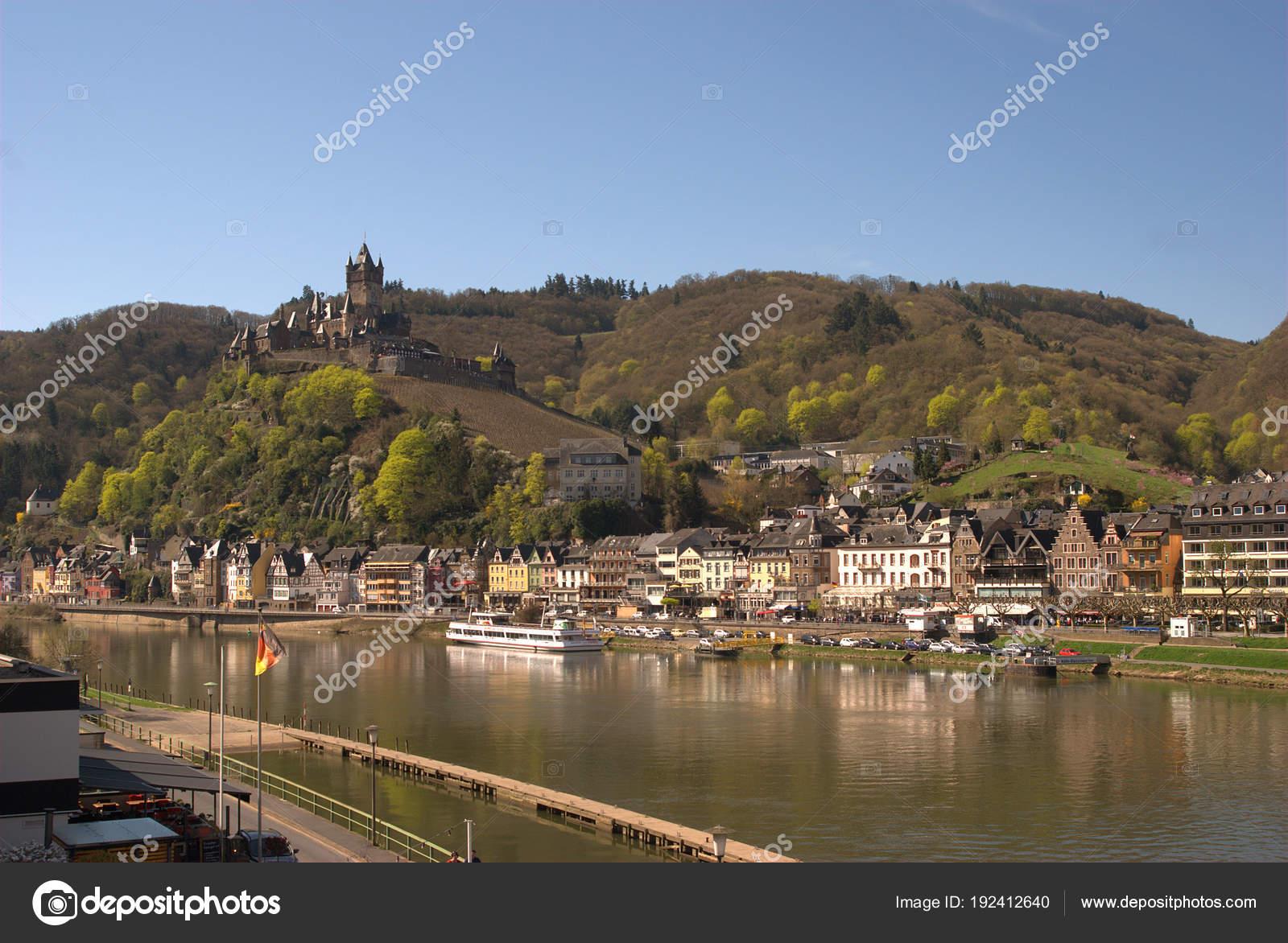 Cochem Kasteel De Stad En De Rivier De Moezel In Duitsland