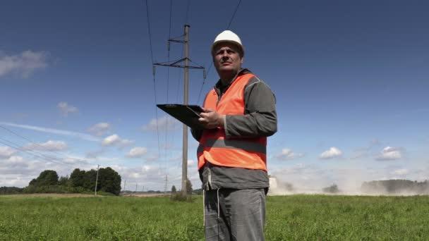 Elektrikář si vysokého napětí-technické prohlídky