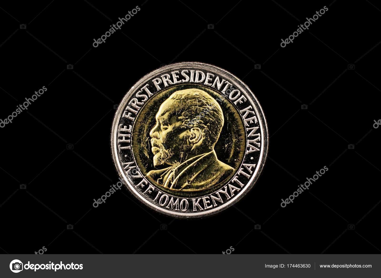 Kenianische Fünf Schilling Münze Auf Schwarz Stockfoto