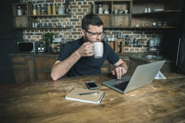 freelancer working with laptop