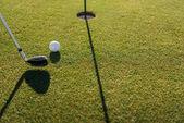 golfová hůl a míček