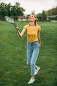 žena hrát badminton