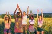 multikulturní přátel na holi festival