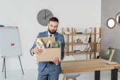 Fotografie fired upset businessman with cardboard box