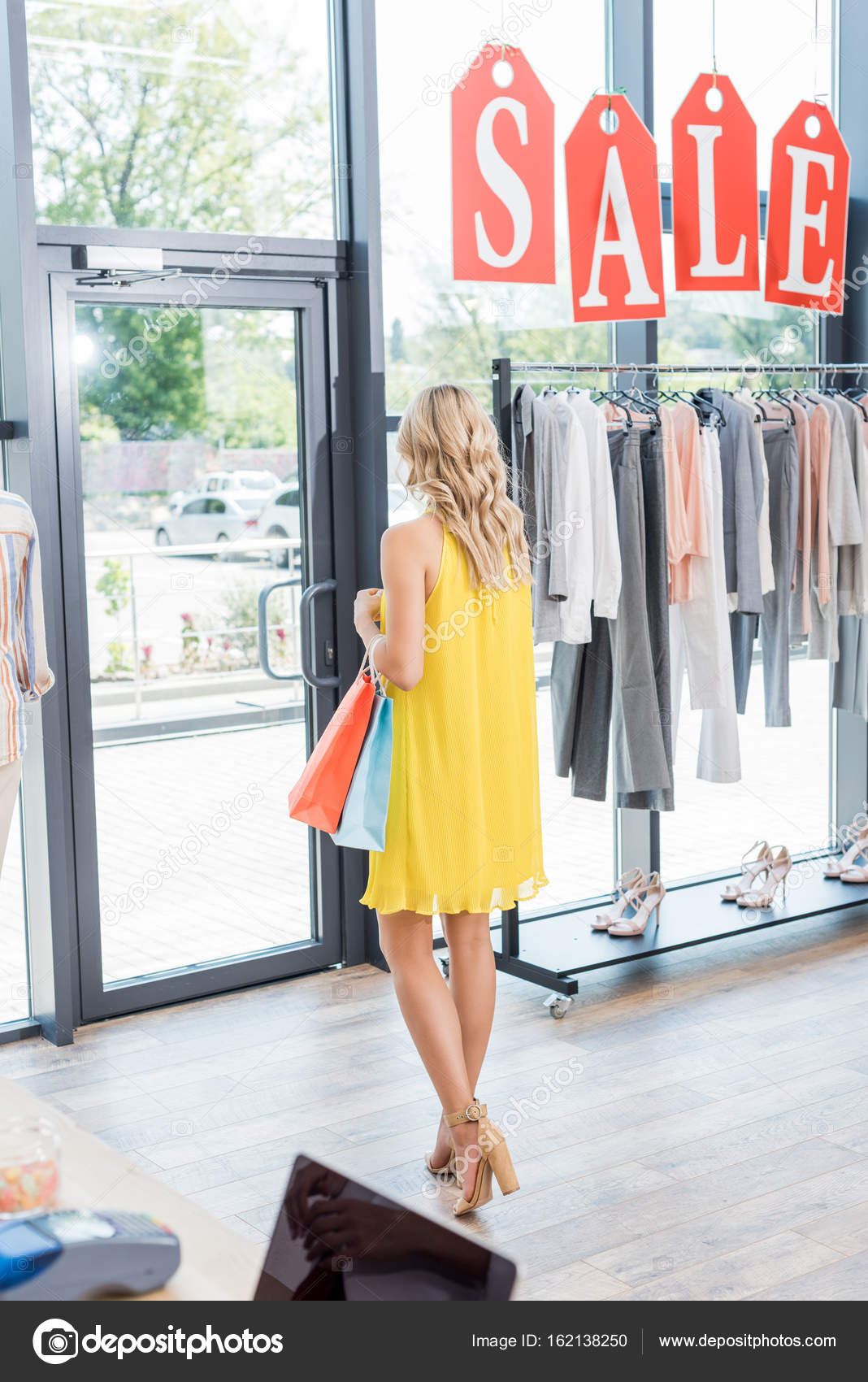 a2d3205547140 kadın giyim mağaza — Stok Foto © IgorVetushko #162138250